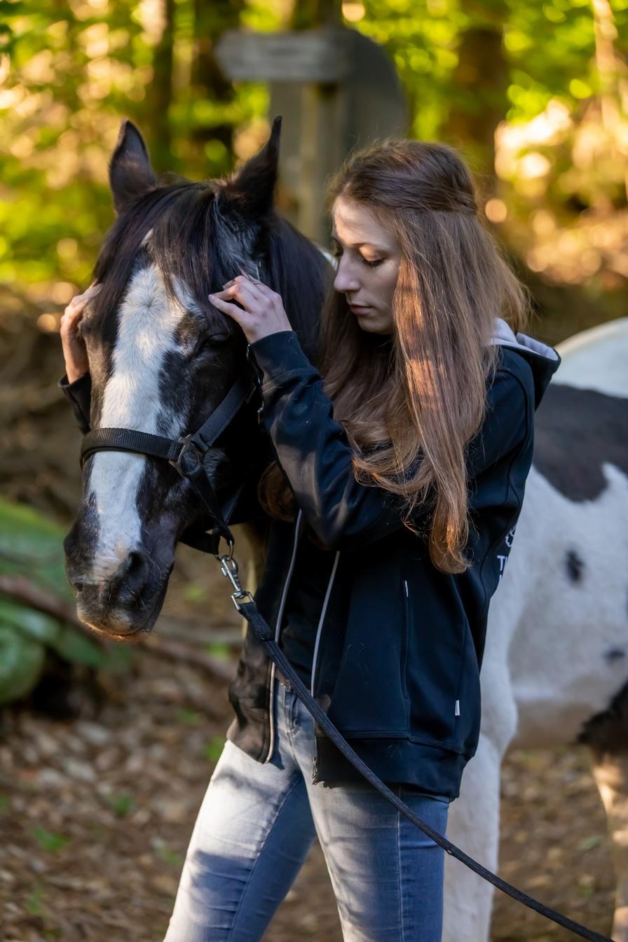 Lea Büdel Tierosteopathin und Tierphysiotherapeutin